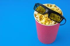 Fondo del blu del popcorn Fotografia Stock