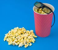Fondo del blu del popcorn Fotografie Stock Libere da Diritti
