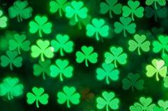 Fondo del bokeh de la luz del trébol del día del St Patricks Foto de archivo libre de regalías