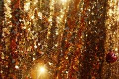 Fondo del brillo de la textura del oro Porciones de chispas brillantes en un fondo imagenes de archivo