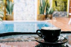 Fondo del café, visión superior con el espacio de la copia fondo, taza de café y mañana del humo de una buena, café caliente y cu imagen de archivo libre de regalías