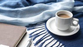 Fondo del café y de la bufanda Fotografía de archivo
