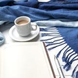 Fondo del café y de la bufanda Fotos de archivo libres de regalías