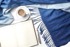 Fondo del café y de la bufanda Fotos de archivo