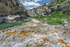 Fondo del calcare eroso tramite flusso del fiume di Irati a Lumbier Canyo Immagine Stock