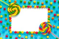 Fondo del caramelo del arco iris, maqueta aislada, tarjeta del marco de felicitación foto de archivo libre de regalías