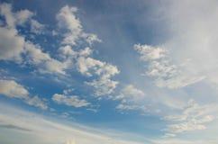 Fondo del cielo azul y de la nube Fotos de archivo libres de regalías
