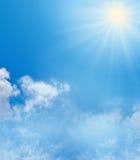 Fondo del cielo azul y de la sol Fotografía de archivo libre de regalías