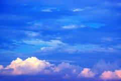 Fondo 171019 0243 del cielo azul y de las nubes Imágenes de archivo libres de regalías