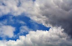 Fondo del cielo con el espacio de la copia para cualquier diseño Fotografía de archivo libre de regalías