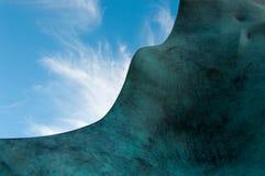Fondo del cielo della scultura astratta Fotografie Stock Libere da Diritti