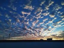 Fondo del cielo nublado imagenes de archivo