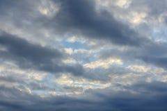 Fondo del cielo parzialmente nuvoloso Fotografie Stock Libere da Diritti