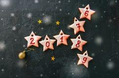 Fondo del concepto de la Navidad festiva o del Año Nuevo Gingerbr de la formación de hielo Fotos de archivo