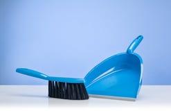 Fondo del concepto de producto de limpieza con los accesorios Foto de archivo libre de regalías