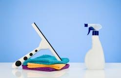 Fondo del concepto de producto de limpieza con los accesorios Imágenes de archivo libres de regalías