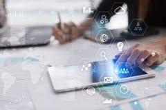 Fondo del concepto del negocio Pantalla virtual con el espacio vacío para el texto Internet y tecnología fotos de archivo