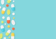 Fondo del confine delle pillole della medicina Ridurre in pani variopinti e capsule Fotografie Stock Libere da Diritti