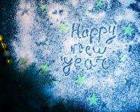 Fondo del día de fiesta del Año Nuevo en una placa oscura Imagenes de archivo