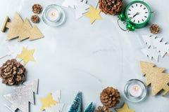 Fondo del día de fiesta del Año Nuevo de la Navidad con la decoración festiva Fotos de archivo libres de regalías