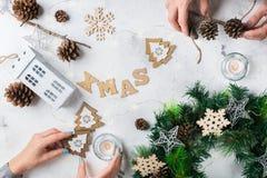 Fondo del día de fiesta del Año Nuevo de la Navidad con la decoración festiva Imagenes de archivo