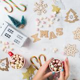 Fondo del día de fiesta del Año Nuevo de la Navidad con la decoración festiva Foto de archivo libre de regalías