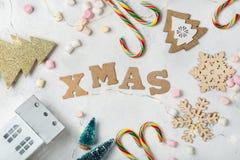 Fondo del día de fiesta del Año Nuevo de la Navidad con la decoración festiva Fotografía de archivo libre de regalías