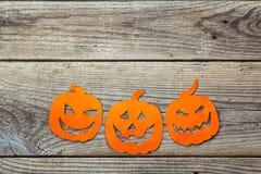Fondo del día de fiesta de Halloween con el corte de la Jack-o'-linterna de las calabazas Fotografía de archivo libre de regalías