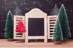 Fondo del día de fiesta de la Navidad y del Año Nuevo con mofa del marco de la pizarra para arriba Imagenes de archivo