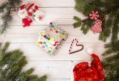Fondo del día de fiesta del Año Nuevo de la Navidad con la casa de pan de jengibre Fotografía de archivo libre de regalías