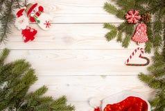 Fondo del día de fiesta del Año Nuevo de la Navidad con las galletas del pan de jengibre Fotos de archivo libres de regalías