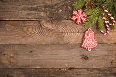 Fondo del día de fiesta del Año Nuevo de la Navidad con las galletas del pan de jengibre Fotografía de archivo libre de regalías