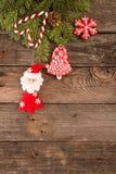 Fondo del día de fiesta del Año Nuevo de la Navidad con las galletas del pan de jengibre Foto de archivo libre de regalías