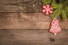 Fondo del día de fiesta del Año Nuevo de la Navidad con las galletas del pan de jengibre Imagen de archivo