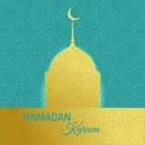 Fondo del día de fiesta del kareeem del Ramadán con la mezquita de oro fotos de archivo