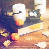 Fondo del día de fiesta de Halloween con la calabaza y el caramelo Visión desde arriba Imagenes de archivo