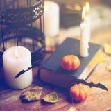 Fondo del día de fiesta de Halloween con la calabaza y el caramelo Visión desde arriba Imágenes de archivo libres de regalías