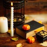 Fondo del día de fiesta de Halloween con la calabaza y el caramelo Visión desde arriba Imagen de archivo