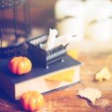 Fondo del día de fiesta de Halloween con la calabaza y el caramelo Visión desde arriba Fotografía de archivo libre de regalías