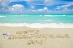 Fondo del día de los E.E.U.U. de la independencia en la playa Imagen de archivo
