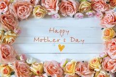 Fondo del día de madres con las flores color de rosa Wi del mensaje del día de madres Fotos de archivo libres de regalías