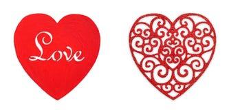 Fondo del día de San Valentín, corazones de madera modelados, amor del texto, aislado Imágenes de archivo libres de regalías