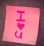 Fondo del día de tarjeta del día de San Valentín, te amo escrito en etiqueta engomada del color fotos de archivo