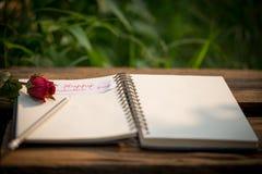 Fondo del día de tarjetas del día de San Valentín con los corazones Fotos de archivo libres de regalías