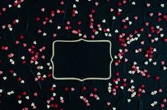 Fondo del día de tarjetas del día de San Valentín con los corazones Fotografía de archivo