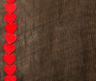 Fondo del día de tarjetas del día de San Valentín, corazones en fondo de madera foto de archivo