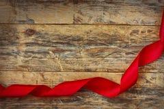 Fondo del día de tarjetas del día de San Valentín del día de fiesta con la cinta roja Imagen de archivo libre de regalías