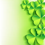 Fondo del día del St. Patricks con el trébol verde de la hoja Foto de archivo libre de regalías