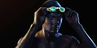 Fondo del deporte Nadador con los vidrios imagenes de archivo