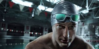 Fondo del deporte Nadador con los vidrios imagen de archivo libre de regalías